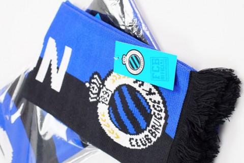 Jacquard scarf with custom hang tag