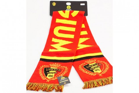 Jacquard scarf with custom hang tag and headcard